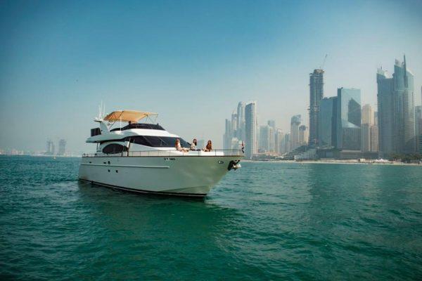 luxury charter boat dubai