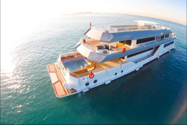 corporate party boat dubai