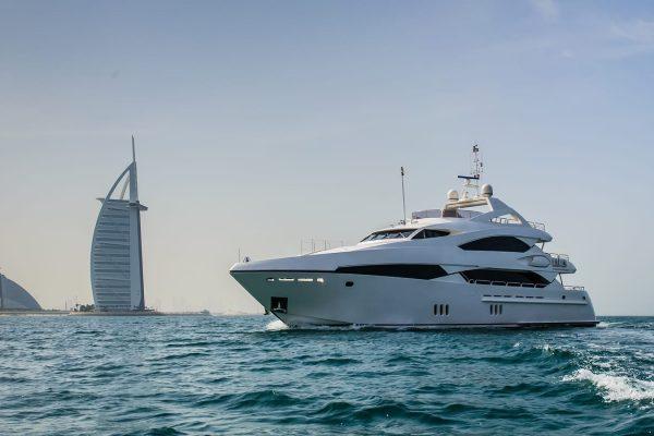 sightseeing-cruise-yacht-dubai-marina